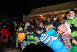 Singen auf dem Weihnachtsmarkt
